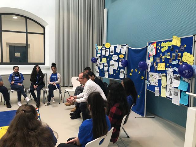 Der Landtagsabgeordnete Gerd Schreiner (CDU) besucht die Anne-Frank-Realschule